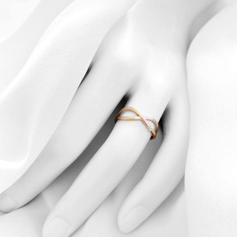 Dainty rose gold ring without stones