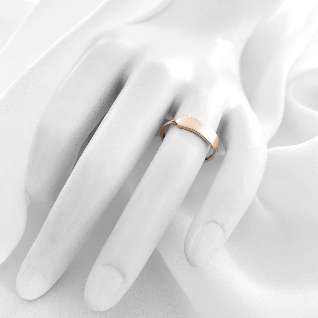 Minimalistic rose gold ring