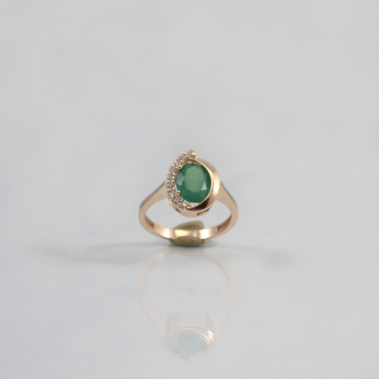 Rose gold ring with green onyx and cubic zirconia