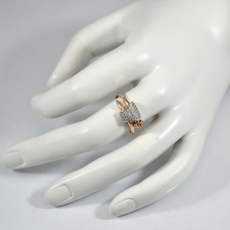 Rose gold ring with cubic zirconia