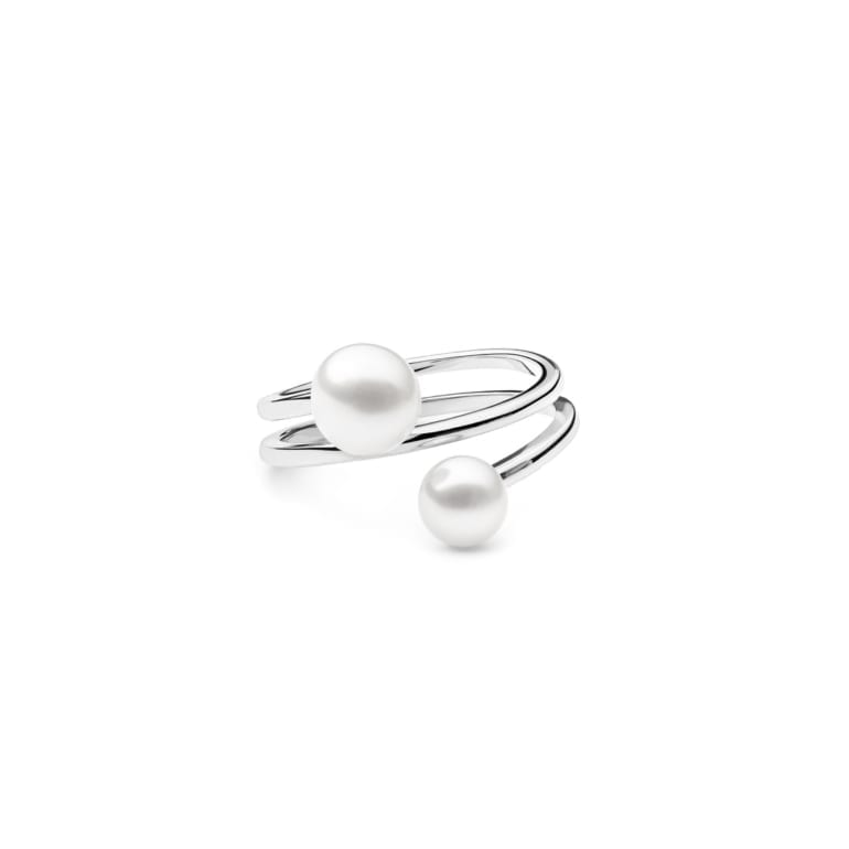 Sterling silver ring with cultivated pearl
