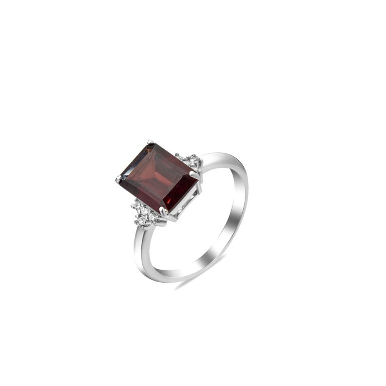 sterling silver ring with garnet and fianits